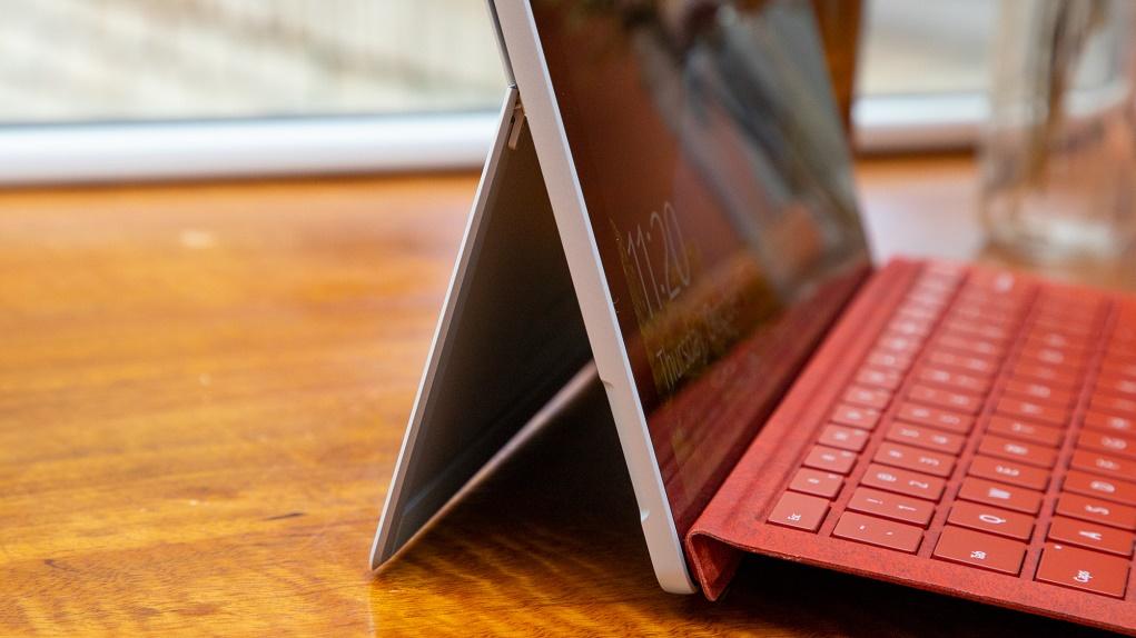 Vì sao các thiết bị Surface không được trang bị cổng Thunderbolt?