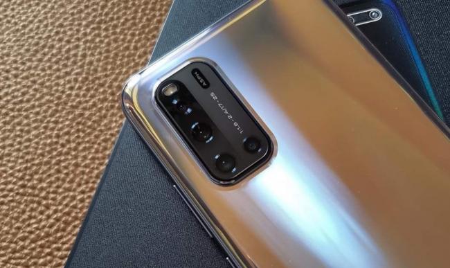 Vivo V19 bản xịn sắp ra mắt: Màn hình đục lỗ kép, sạc nhanh 33W, Snapdragon 712