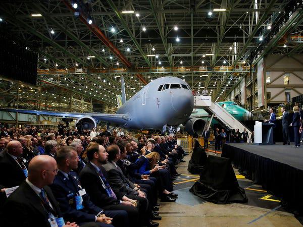 Airbus vượt mặt Boeing, là hãng hàng không đầu tiên trên thế giới có thể bơm xăng tự động khi đang bay - Ảnh 10.