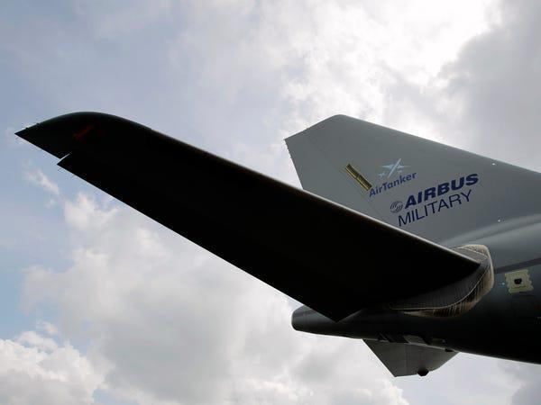 Airbus vượt mặt Boeing, là hãng hàng không đầu tiên trên thế giới có thể bơm xăng tự động khi đang bay - Ảnh 13.