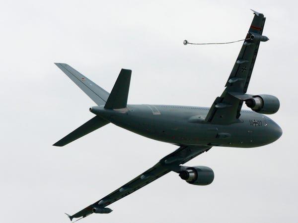 Airbus vượt mặt Boeing, là hãng hàng không đầu tiên trên thế giới có thể bơm xăng tự động khi đang bay - Ảnh 9.