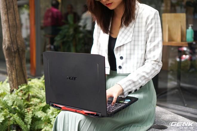 Cận cảnh Acer Nitro 5 phiên bản 2020: Thiết kế nét hơn, dùng Intel Core I thế hệ 10, lần đầu có bàn phím đèn nền RGB, giá từ 23,3 triệu đồng đồng - Ảnh 4.