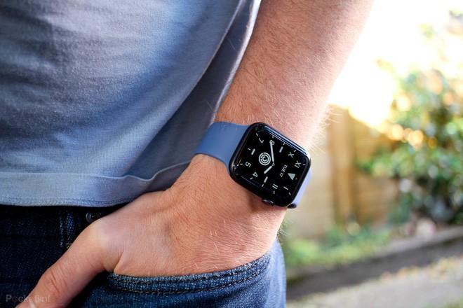 Đi sau Apple trong mảng smartwatch, các nhà sản xuất Android đã để lỡ một cơ hội quan trọng trong lúc dịch bệnh khó khăn - Ảnh 1.