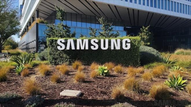 Huawei có thể phải giao vận mệnh của mình vào tay Samsung - Ảnh 1.