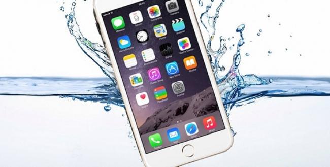 iPhone rơi xuống nước: Cách khắc phục hiệu quả nhất