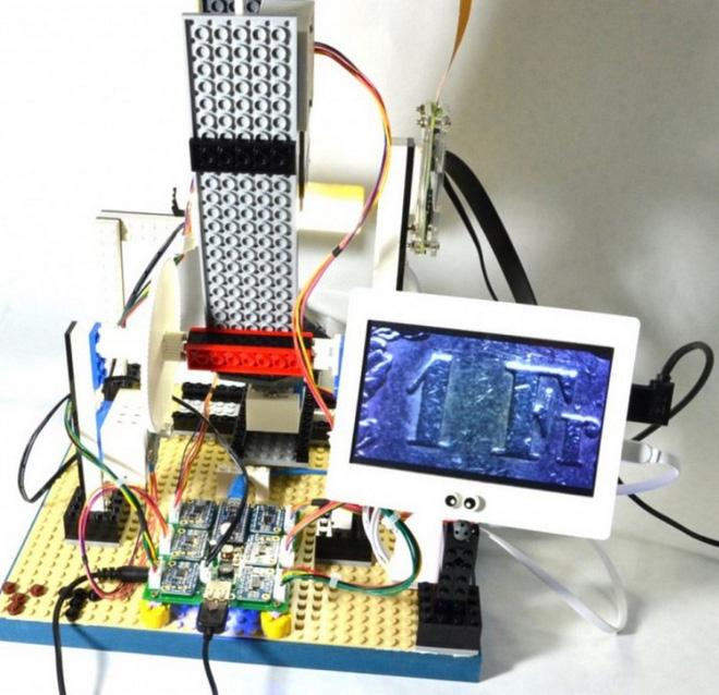 Kỹ sư IBM chế tạo kính hiển vi làm từ Lego, Arduino và Raspberry Pi, giá chỉ 300 USD - Ảnh 2.
