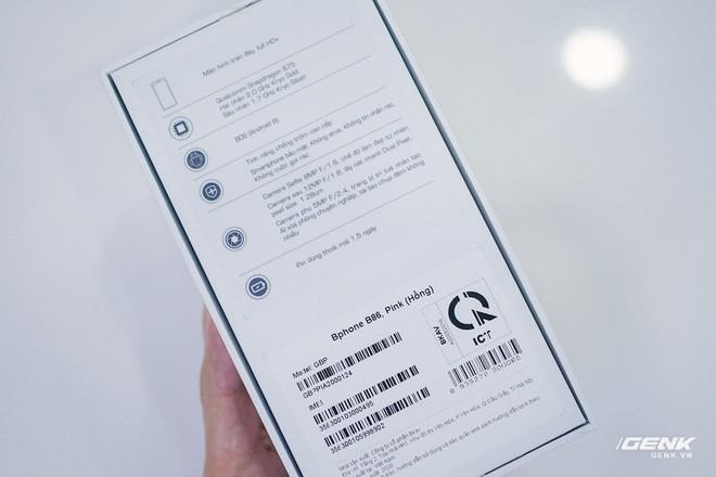 Mở hộp Bphone B86: Bên trong hộp smartphone cao cấp nhất của BKAV có gì? - Ảnh 2.