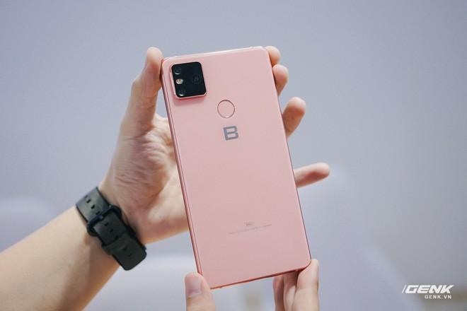 Mở hộp Bphone B86: Bên trong hộp smartphone cao cấp nhất của BKAV có gì? - Ảnh 9.