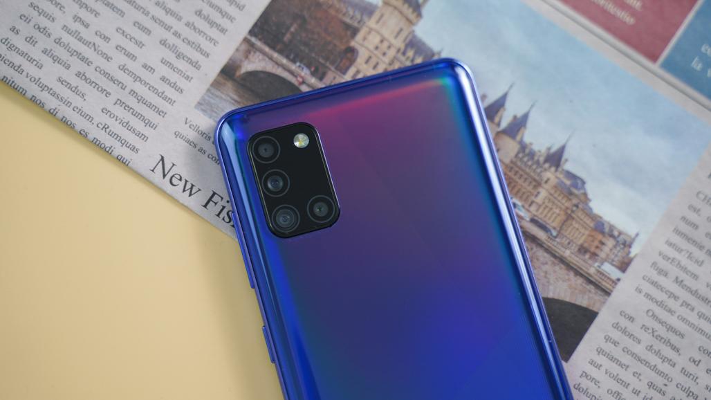 Mở hộp Galaxy A31: Màn hình siêu đẹp, pin cực lớn giá 6.5 triệu