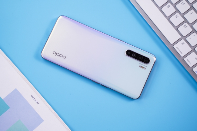Mở hộp OPPO Reno 3: Helio P90, 4 camera giá 9 triệu