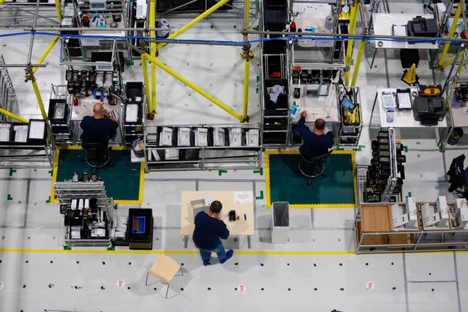 Sững sờ với cảnh lắp ráp máy thở trong xưởng máy bay Airbus - Ảnh 4.