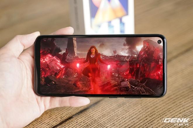 Trên tay Galaxy M11: Giá hơn 3 triệu mà đã có màn hình đục lỗ xịn sò, 3 camera chính, pin 5000mAh sạc nhanh 15W và chip Snapdragon 450 - Ảnh 4.