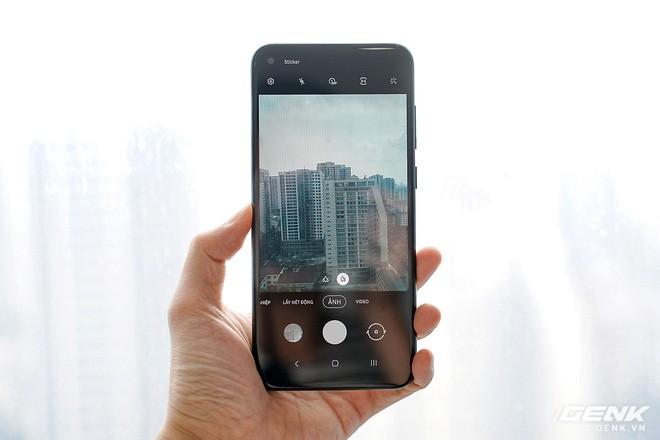 Trên tay Galaxy M11: Giá hơn 3 triệu mà đã có màn hình đục lỗ xịn sò, 3 camera chính, pin 5000mAh sạc nhanh 15W và chip Snapdragon 450 - Ảnh 5.
