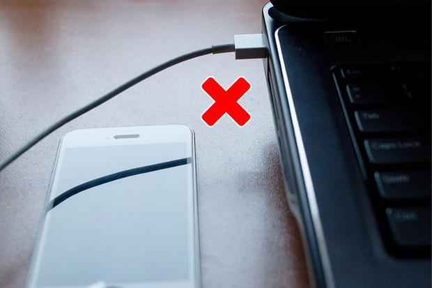 10 trường hợp sạc pin sai cách khiến pin các thiết bị của bạn chai đi một cách nhanh chóng - Ảnh 10.