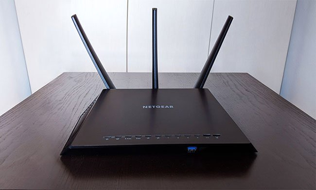 Router Netgear Nighthawk AC2300 Smart WiFi (R7000P)