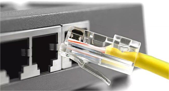 Downlink là một kết nối được thực hiện theo hướng ngược lại với uplink