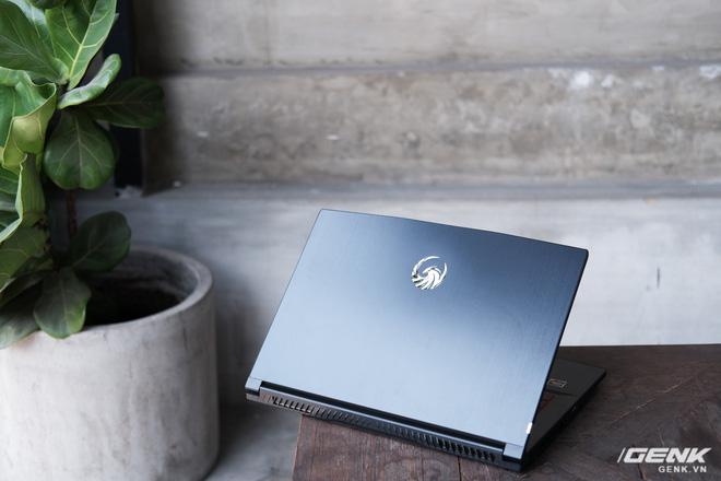 Trải nghiệm nhanh laptop gaming phổ thông full AMD MSI Bravo 15: Thiết kế chưa đủ hầm hố, bù lại gọn nhẹ và giá chỉ khoảng 20 triệu đồng - Ảnh 2.