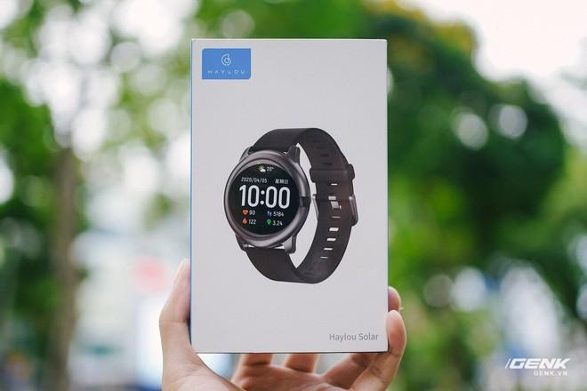Trên tay smartwatch Haylou Solar: Thiết kế ổn, pin 30 ngày, chống nước IP68, giá 700.000 đồng - Ảnh 1.