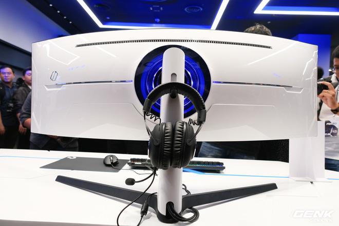 Cận cảnh màn hình cong 49 inch chuyên game 1000R của Samsung: Thiết kế đến từ tương lai, độ phân giải DQHD, 1ms, 240Hz, giá hơn 55 triệu đồng - Ảnh 1.