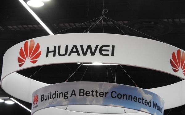 Dấu hiệu Huawei thấm đòn trừng phạt của Mỹ - Ảnh 1.