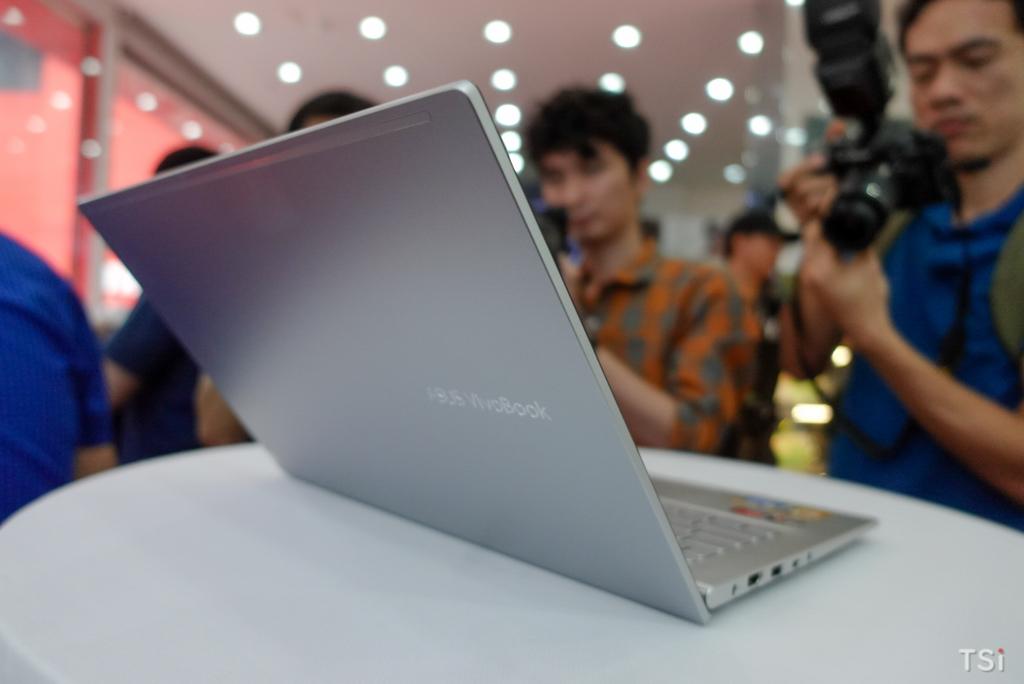 FPT Shop lên kệ ASUS VivoBook 14 (M413) giá từ 15,5 triệu đồng