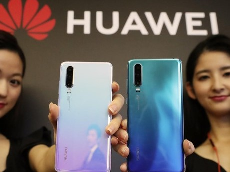 huawei_surpass_samsung_biggest_phone_maker_fc06