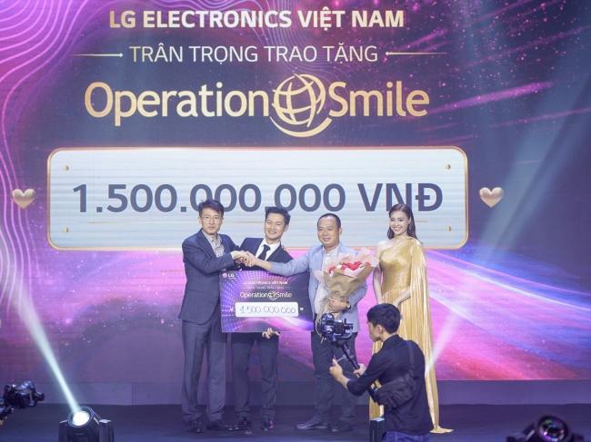 LG Việt Nam đấu gia thành công TV OLED 8K đầu tiên trên thế giới dành tặng 1.5 tỷ cho quỹ từ thiện