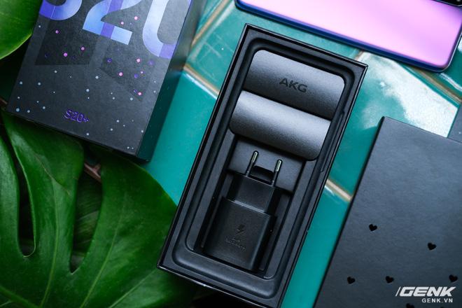 Mở hộp Galaxy S20+ phiên bản BTS: Màu tím hồng dễ thương, nhiều quà kèm theo dành riêng cho các fan A.R.M.Y - Ảnh 7.