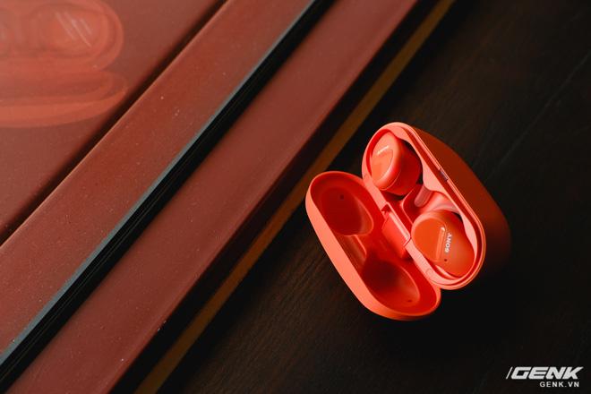 Mở hộp tai nghe Sony WF-SP800N: Màu sắc trẻ trung, chống ồn chủ động, kháng nước và mồ hôi khi tập luyện thể thao, giá 4,79 triệu đồng - Ảnh 5.