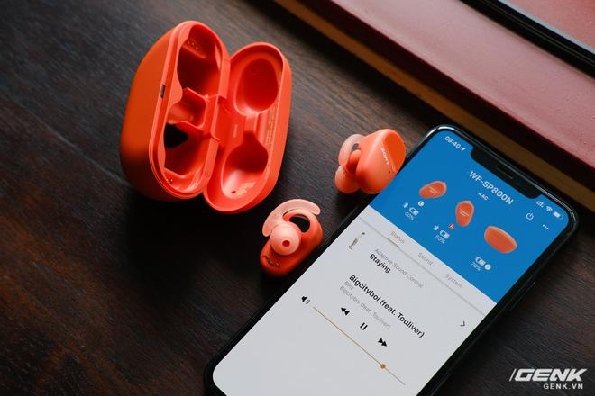 Mở hộp tai nghe Sony WF-SP800N: Màu sắc trẻ trung, chống ồn chủ động, kháng nước và mồ hôi khi tập luyện thể thao, giá 4,79 triệu đồng - Ảnh 7.