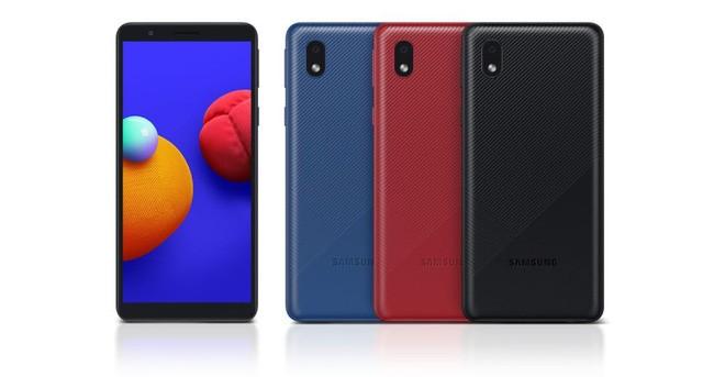Samsung ra mắt smartphone giá rẻ có pin tháo rời - Ảnh 1.