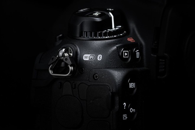 Trên tay máy ảnh cao cấp Nikon D6: Có cả khóa chống trộm Kensington giống như laptop - Ảnh 3.