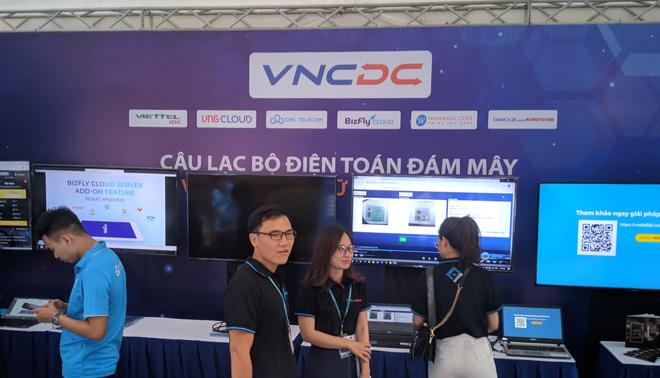 Triển lãm các nền tảng số của Việt Nam: thiết bị 5G của Viettel, Vsmart, Bizfly Cloud cùng nhiều giải pháp chuyển đổi số cho mùa dịch - Ảnh 3.