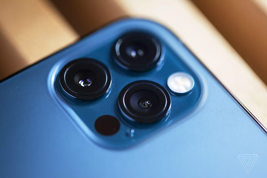 Cụm camera trên iPhone 12 Pro nay có thêm cảm biến LiDAR.