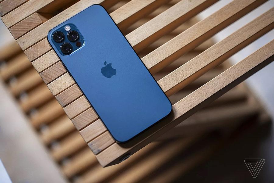 Thiết kế của iPhone 12 Pro cứng cáp hơn so với thế hệ tiền nhiệm.