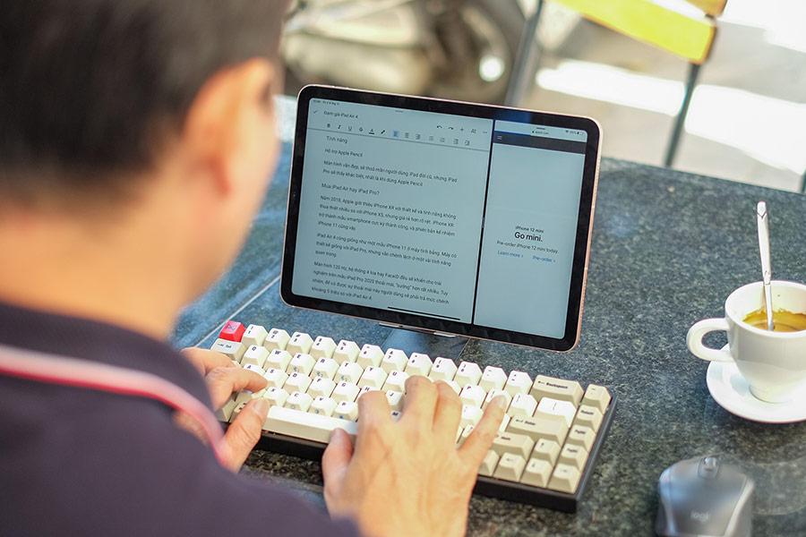 Với những phụ kiện phù hợp, iPad Air có thể thay thế chiếc máy tính trong nhiều việc.
