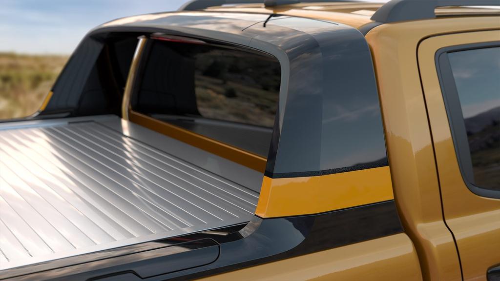 Ford trang bị cho phiên bản này nắp thùng sau chỉnh điện, người dùng có thể đóng/mở nắp bằng chìa khóa, công tắc gắn trong ca-bin hoặc trong thùng sau.