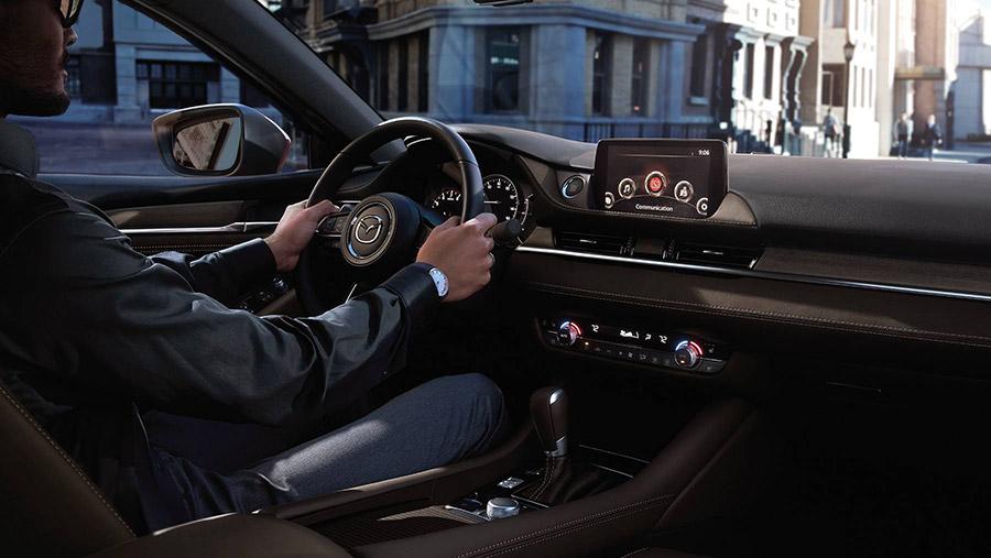 Khoang lái Mazda 6 2021