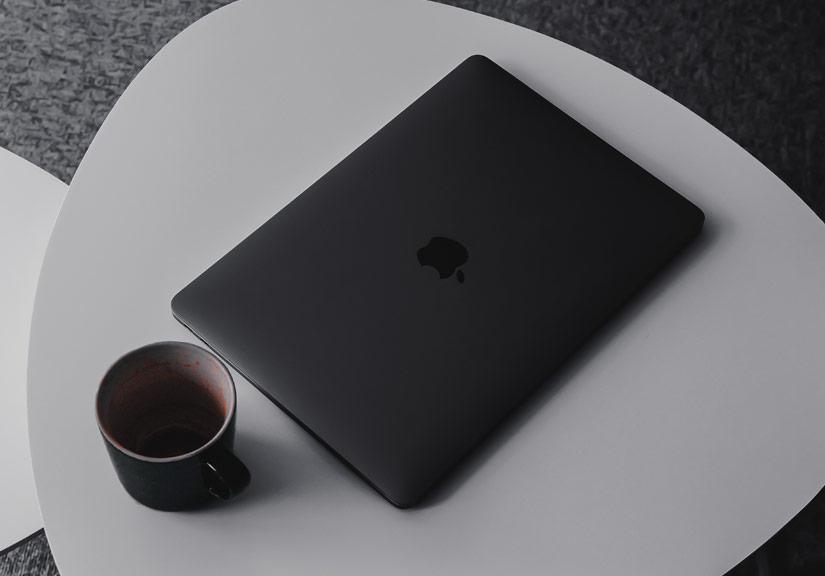 Apple ra mắt Macbook màu đen nhám cực kỳ 'ngầu'