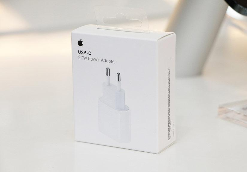 FPT Shop tiên phong mở bán trở lại sạc nhanh 20W và iPhone 12 Pro Max 128GB