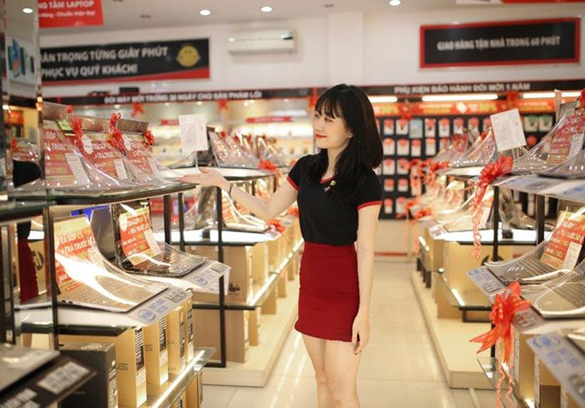 FPT Shop mạnh tay giảm giá hàng loạt laptop, tặng thêm combo làm việc tại nhà mùa Covid