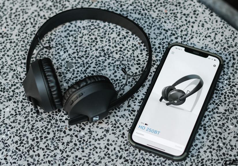 Mở hộp tai nghe không dây Sennheiser HD 250BT: Thiết kế nhẹ nhàng, chất âm phù hợp người chơi hệ K-Pop hoặc EDM