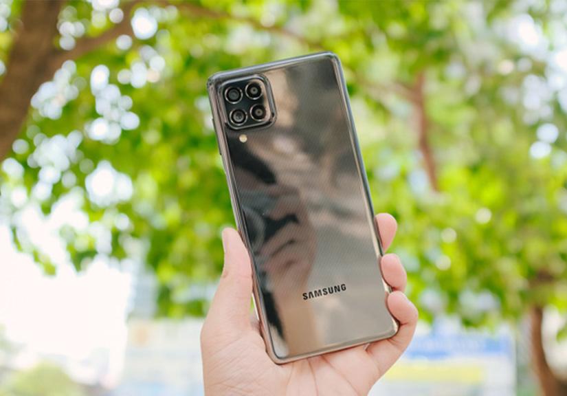 Trên tay Samsung Galaxy M62: Màn hình 6.7 inch, camera chính 64MP và pin 7000mAh