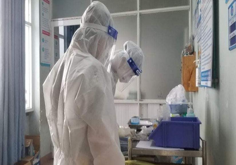 Sốt, ho, người phụ nữ ở Hà Nội bất ngờ dương tính SARS-CoV-2, Thủ đô thêm 10 ca
