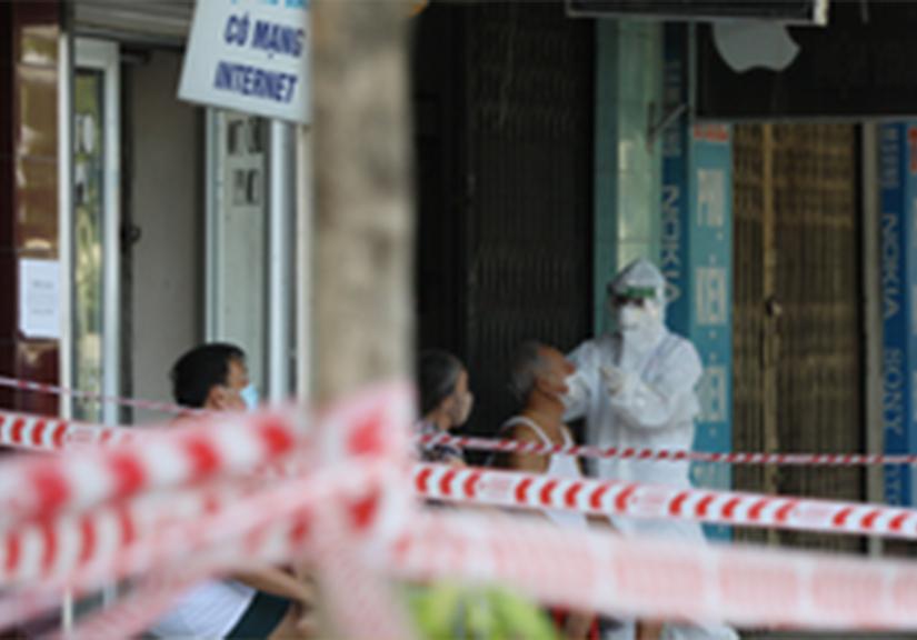 Sốt, ho, mệt mỏi, 3 người ở Hà Nội bất ngờ phát hiện mắc COVID-19 vào sáng đầu tiên kỳ nghỉ lễ